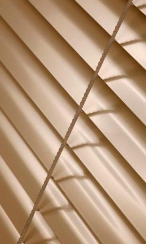 ISOLITE В закрытом состоянии отверстий в полотне не видно.
